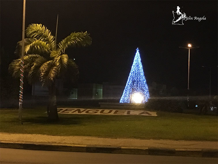 The Christmas tree in the middle of Rotunda Kalunga, in Benguela