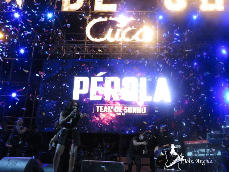 Pérola performing at the Team do Sonho show in Benguela, 2019.