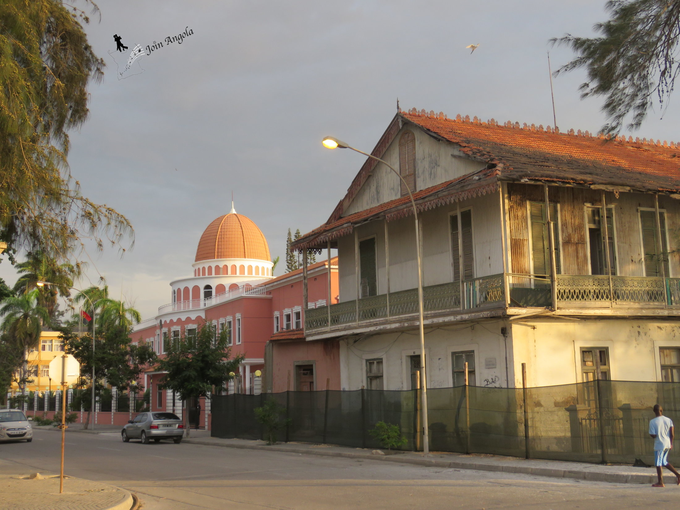 The local office of the Parliament in Benguela, a replica (in smaller size) of the building where the Parliament sits in Luanda. Benguela is the capital of the Benguela province, and it has about 513.441 inhabitants.