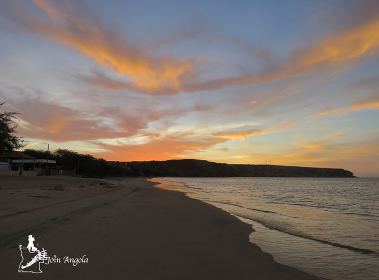 The sunset in Baia Azul.