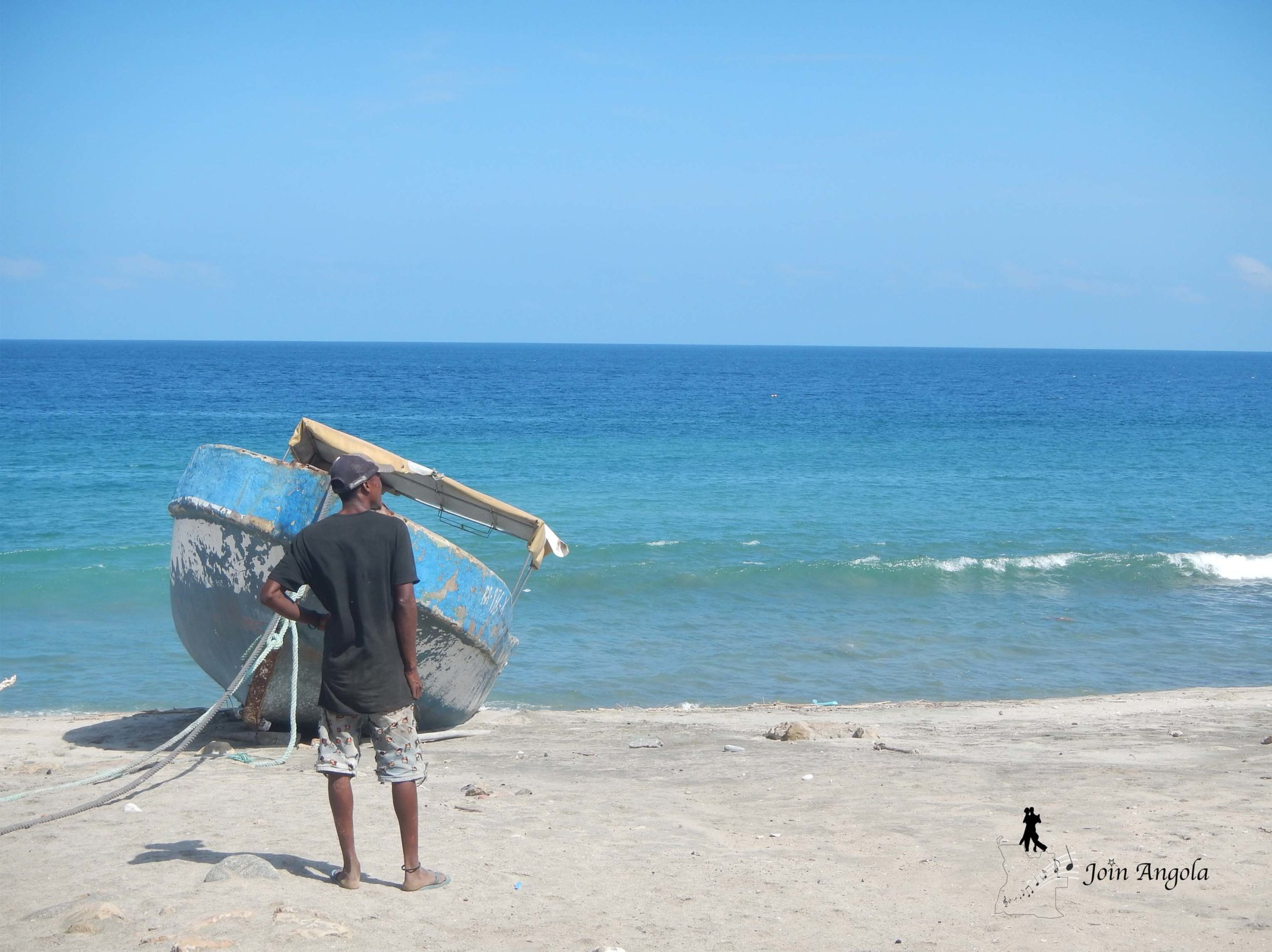 Getting ready to go fishing on the beach of Meva, located halfway between Benguela and Moçamedes.
