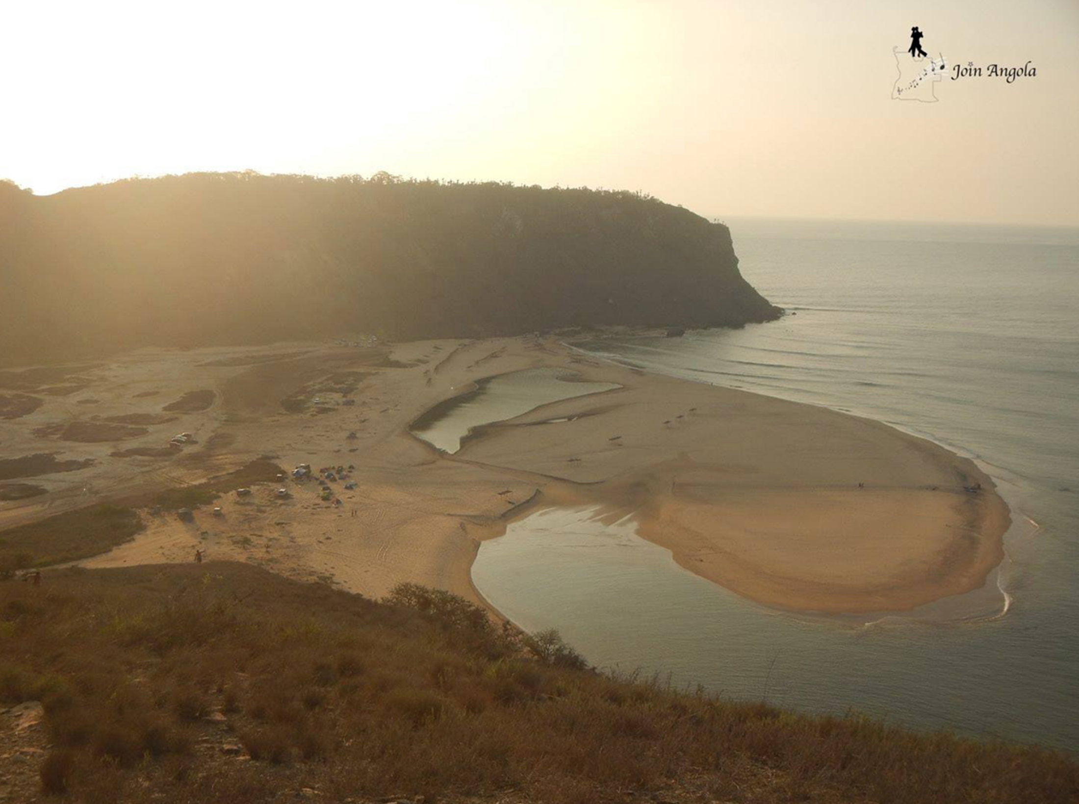 Cabo Ledo is around 120 km south of Luanda, in the Quiçama National Park, inside the Bengo Province.