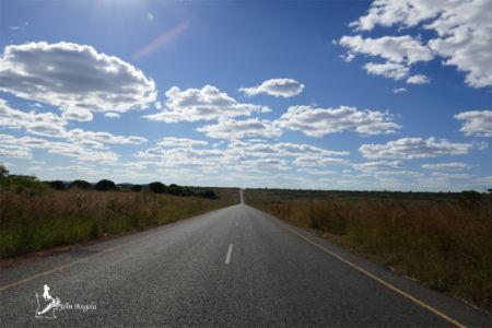 A road in the Kwanza Sul province.