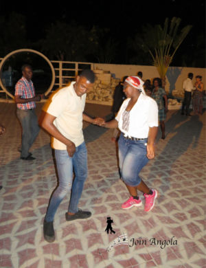 Criso dancing with one of the students of Turma do Basico.