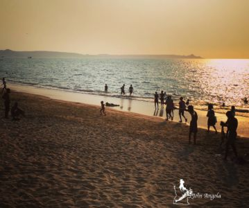 Praia Morena is inside the city of Benguela and becomes a meeting place for many people (particularly the youth) on weekends. During the hot season (from October to April), many people like to bathe in its waters.